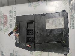 caja reles / fusibles renault megane ii berlina 5p * 8200525383