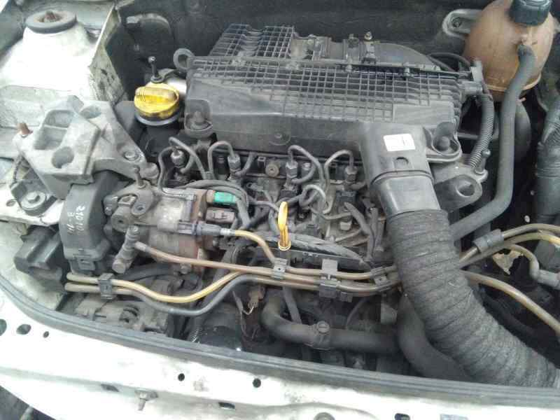 RENAULT CLIO II FASE II (B/CB0) Confort Dynamique  1.5 dCi Diesel (65 CV)     01.04 - ..._img_3