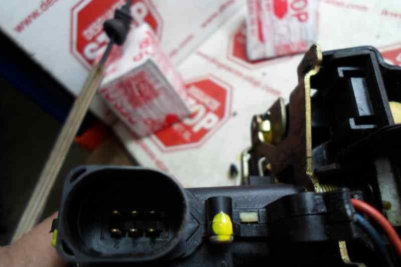 CERRADURA PUERTA TRASERA IZQUIERDA  SEAT LEON (1M1) Sport 4X4  1.8 20V Turbo (180 CV) |   01.00 - 12.02_img_1