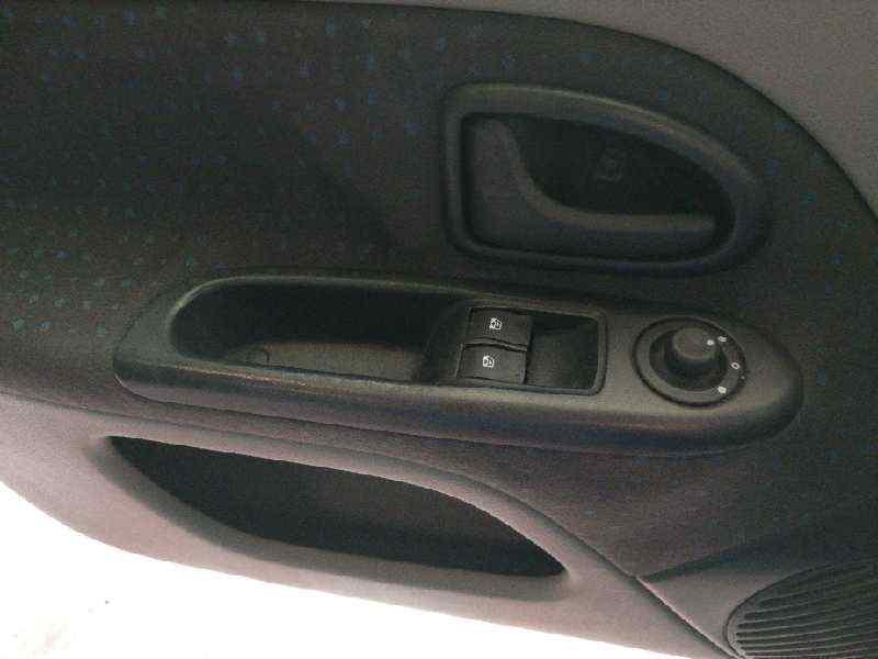 MANDO ELEVALUNAS DELANTERO IZQUIERDO  RENAULT CLIO II FASE II (B/CB0) Authentique  1.5 dCi Diesel (82 CV)     0.01 - ..._img_0