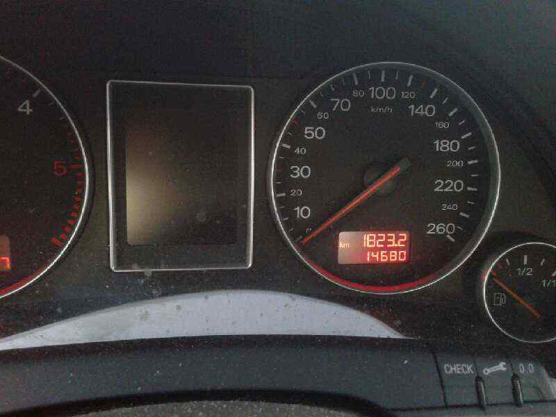 AUDI A4 BERLINA (8E) 2.5 TDI Quattro (132kW)   (180 CV)     12.00 - 12.04_img_3