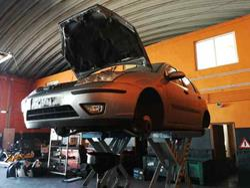 ford focus berlina (cak) ambiente  1.8 tddi turbodiesel cat (90 cv) 1998-2004 C9DB WF0AXXWPDA2