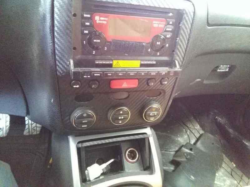 ALFA ROMEO GT (125) 1.9 JTD 16V 150/ Distinctive   (150 CV) |   01.04 - 12.06_img_2