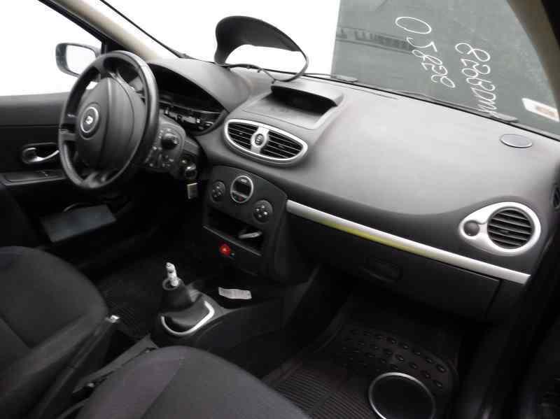 RENAULT CLIO III Confort Dynamique  1.6 16V (112 CV)     09.05 - 12.06_img_3