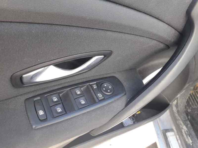 RENAULT MEGANE III BERLINA 5 P Dynamique  1.9 dCi Diesel (131 CV) |   10.08 - 12.11_img_4