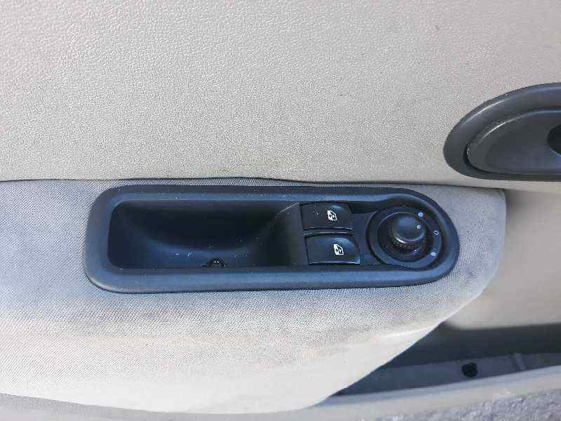 RENAULT CLIO III Confort Expression  1.5 dCi Diesel CAT (86 CV)     09.05 - 12.06_img_1